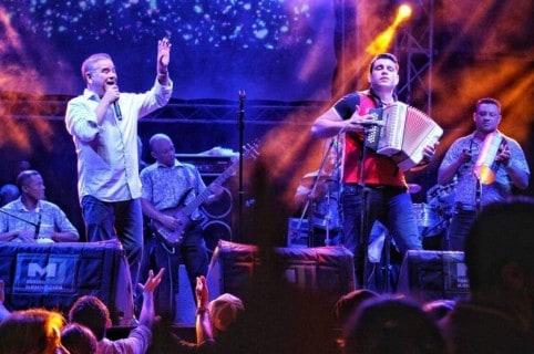 Iván Villazón y su agrupación vallenata
