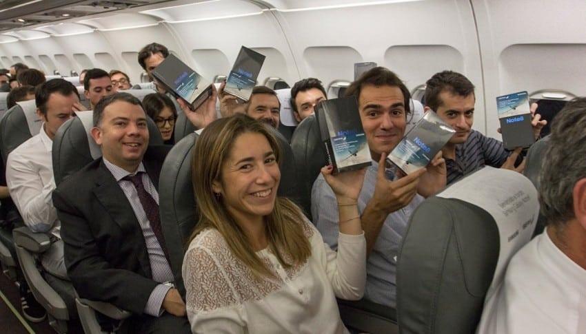 Pasajeros que recibieron Samsung Galaxy Note 8 en vuelo