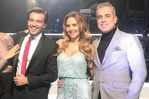 Los actores Luciano D'Alessandro y Jorge Enrique Abello, junto a la presentadora Ximena Córdoba.