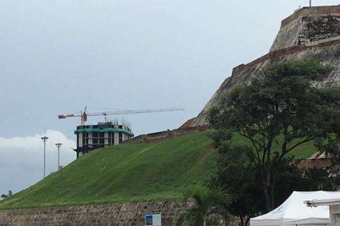Construcción cerca del castillo San Felipe