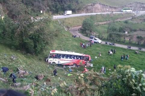 Bus accidentado en la vía Popayán-Puracé. Pulzo.