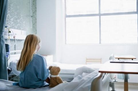 Niña en hospital