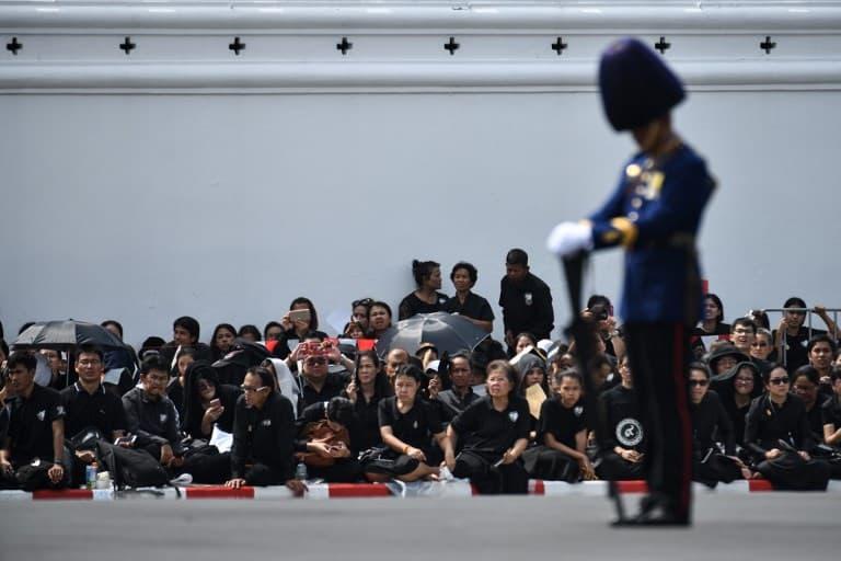 Funeral del rey Bhumibol Adulyadej en Tailandia. Pulzo.