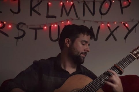'Youtuber' Nathan Mills hace 'cover' de canciones de 'Stranger Things'. Pulzo.