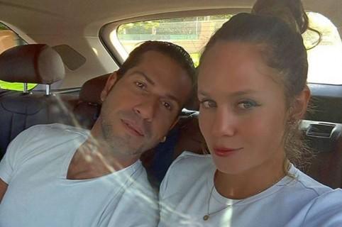 El actor Gregorio Pernía y su esposa Érika Farfán.