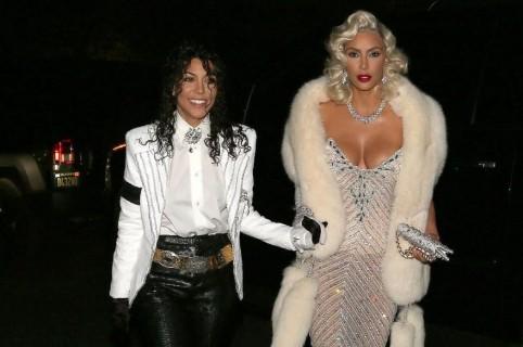 Kourtney y Kim Kardashian