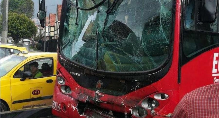 Choque entre dos buses articulados