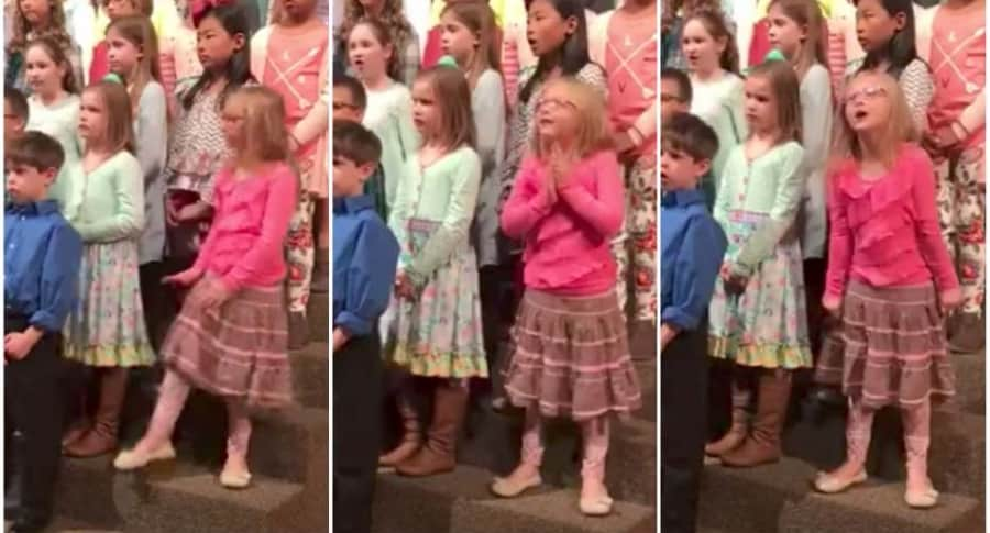 Niña baila en el coro de su iglesia.