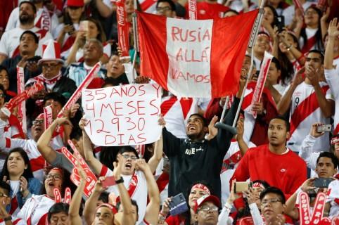 Hinchas peruanos en partido contra Nueva Zelanda. Pulzo.
