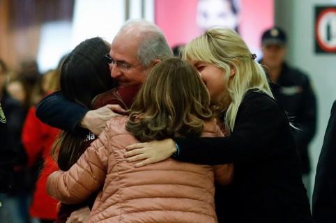 Reencuentro de Antonio Ledezma y su familia