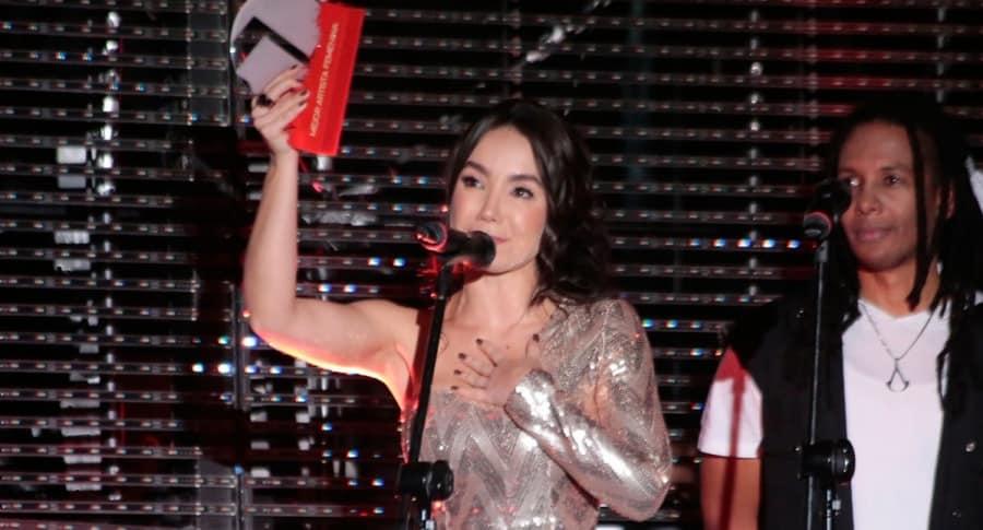 Paola Jara en los Premios Mi Gente