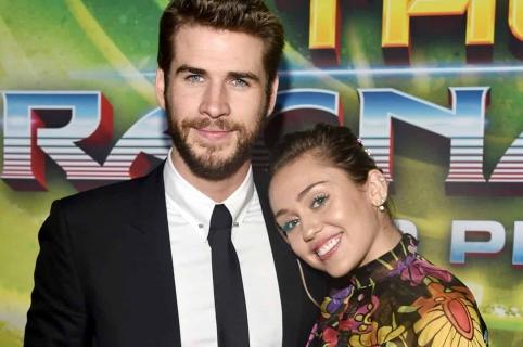 El actor Liam Hemsworth y su novia, la cantante Miley Cyrus.