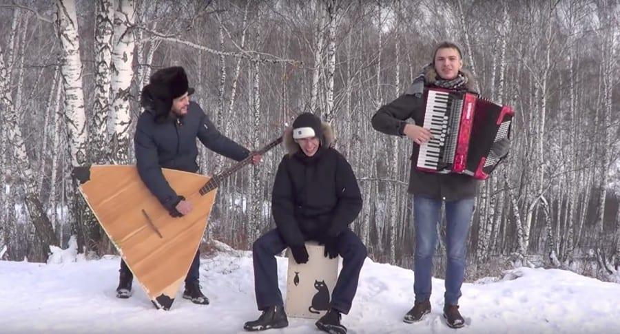 Músicos rusos interpretando 'Despacito'. Pulzo.