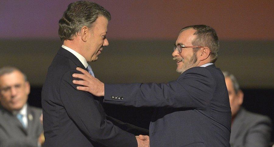 Juan Manuel Santos y  Rodrigo Londoño 'Timochenko'