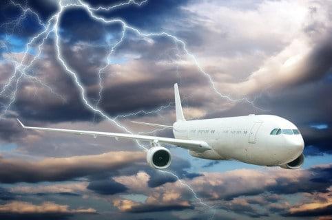 Avión impactado por un rayo