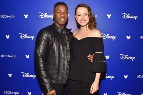 John Boyega y Daisy Ridley. Pulzo.