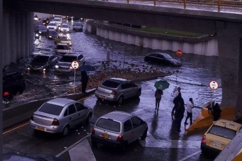 Inundación en el deprimido de la 94
