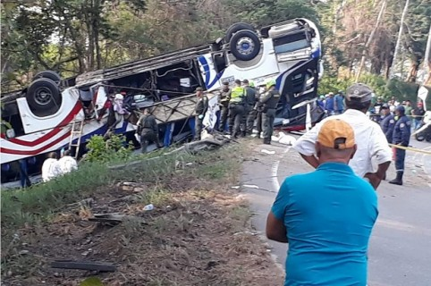 Bus de la empresa Expreso Brasilia, que sufrió el accidente