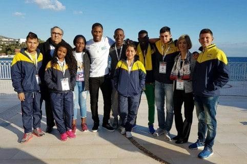 Drogba y jóvenes colombianos