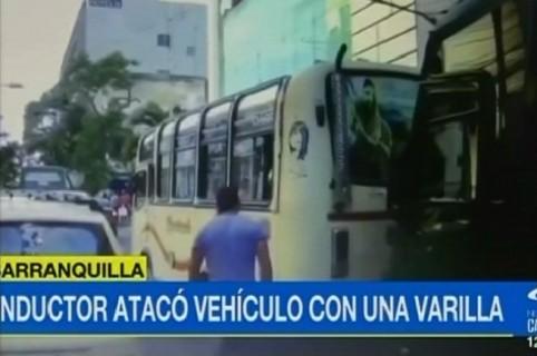 Conductor que cogió a varillazos un bus, en Barranquilla.