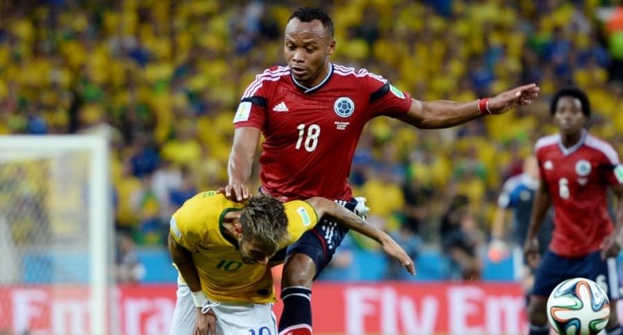 Camilo Zúñiga y Neymar