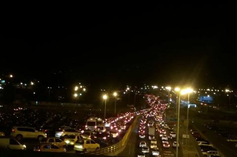 Trancón en Bogotá por ciclovia nocturna navideña. Pulzo.