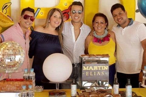 El cantante Martín Elías Díaz (Q.E.P.D.) junto a su esposa Dayana Jaimes, su mamá Patricia Acosta y sus hermanos Diomedes de Jesús y Luis Ángel.