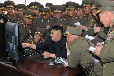 Kim Jong-un frente a un computador
