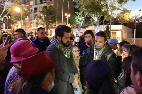 Inti Asprilla, representante a la Cámara, durante recorrido con vendedores ambulantes de Usaquén