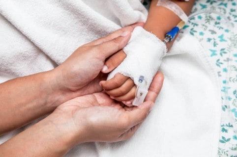 Niño en hospital.