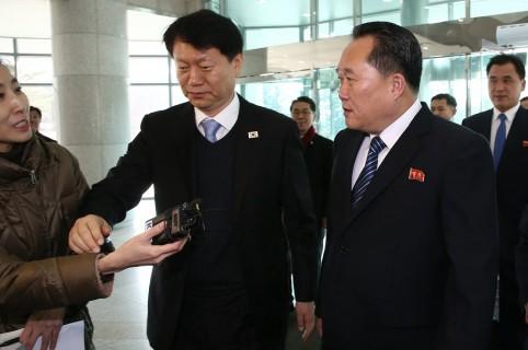 El jefe de la delegación norcoreana que dirige el comité para la Reunificación Pacífica de Corea, Ri Son-gwon