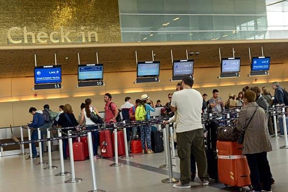 Viajeros en el Aeropuerto Eldorado de Bogotá
