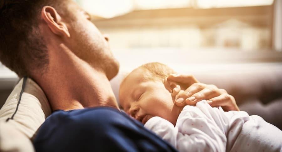 Padre y su bebé. Pulzo.