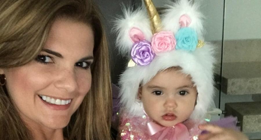 Rochi Stevenson, presentadora de 'Día a día', con su hija Mariana.