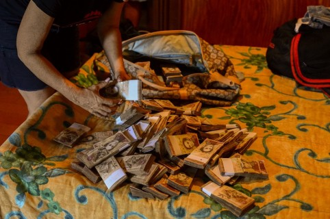 Fajos de los devaluados bolívares