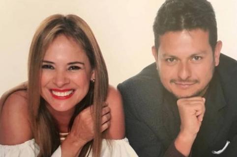 Presentadores Mónica Hernández y Amador Padilla. Pulzo.