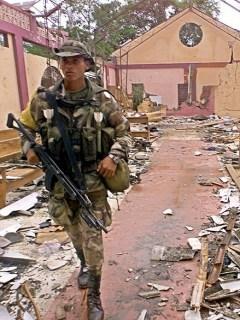 Iglesia de Bojayá, destruida después del combate entre Farc y AUC, en 2002.