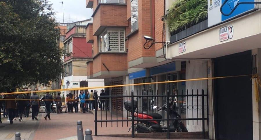 Moto abandonada frente al Instituto Distrital de Turismo