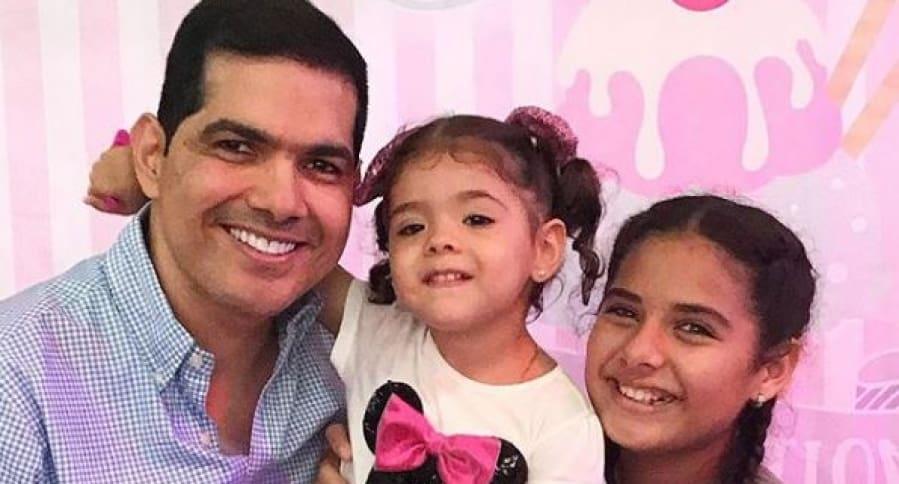 Peter Manjarrés y sus hijas