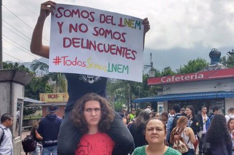 Manifestación estudiantes y egresados del colegio Inem