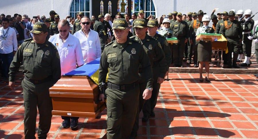 Honras fúnebres de los policías asesinados por el Eln