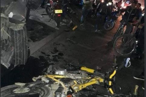 Choque de camioneta contra motociclistas