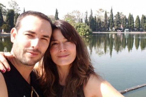 Sebastián Martínez y Kathy Sáenz, actores.