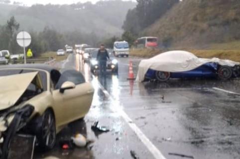 Accidente de carros de lujo