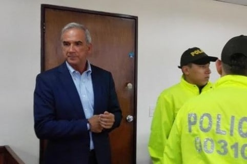 Condena a Gustavo Villegas