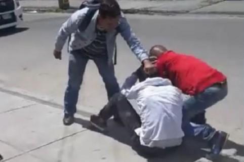 Presunto ladrón golpeado por usuarios de Transmilenio