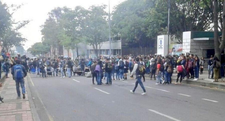 Manifestaciones frente a Universidad Pedagógica