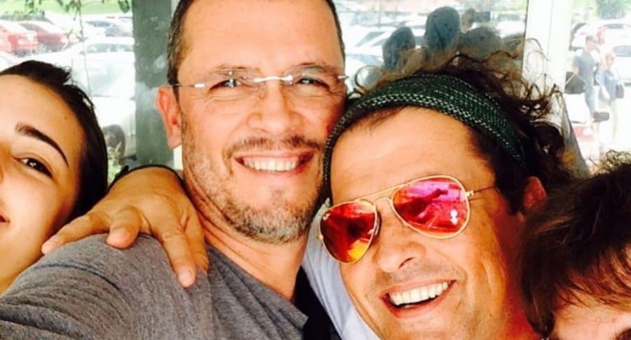 Guillermo Vives, presentador y empresario, con su hermano Carlos Vives, cantante.