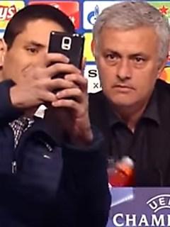 Aficionado colombiano y José Mourinho