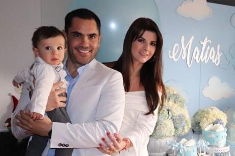 Lincoln Palomeque, actor, con su pareja Carolina Cruz, presentadora, y su hijo Matías.